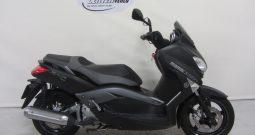 Yamaha YP250R X-MAX MOMO DESIGN