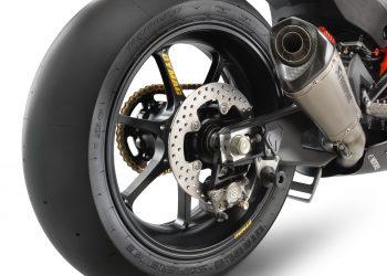 391223_RC 8C Rear Wheel_Brakes_MY2022